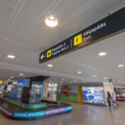 Lennujaama valgustatud viidad, valguskastid.